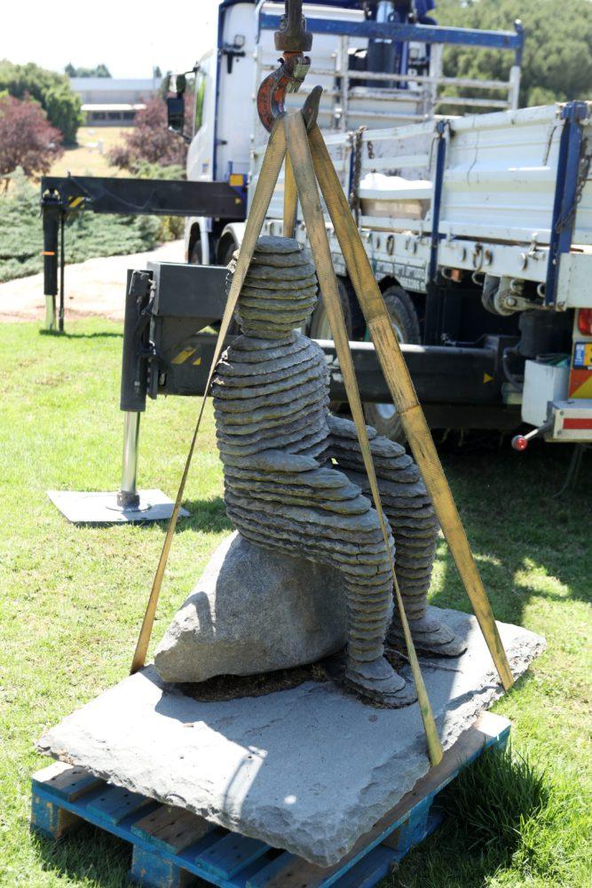 הפסלים מתפן עוברים לחיפה (צילום: יניב קופל)