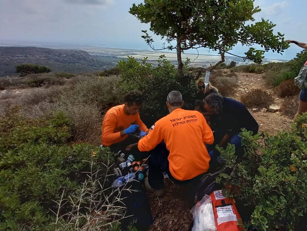 חילוץ משפחה בחום כבד מנחל אורנית (צילום: יחידת החילוץ גליל-כרמל)