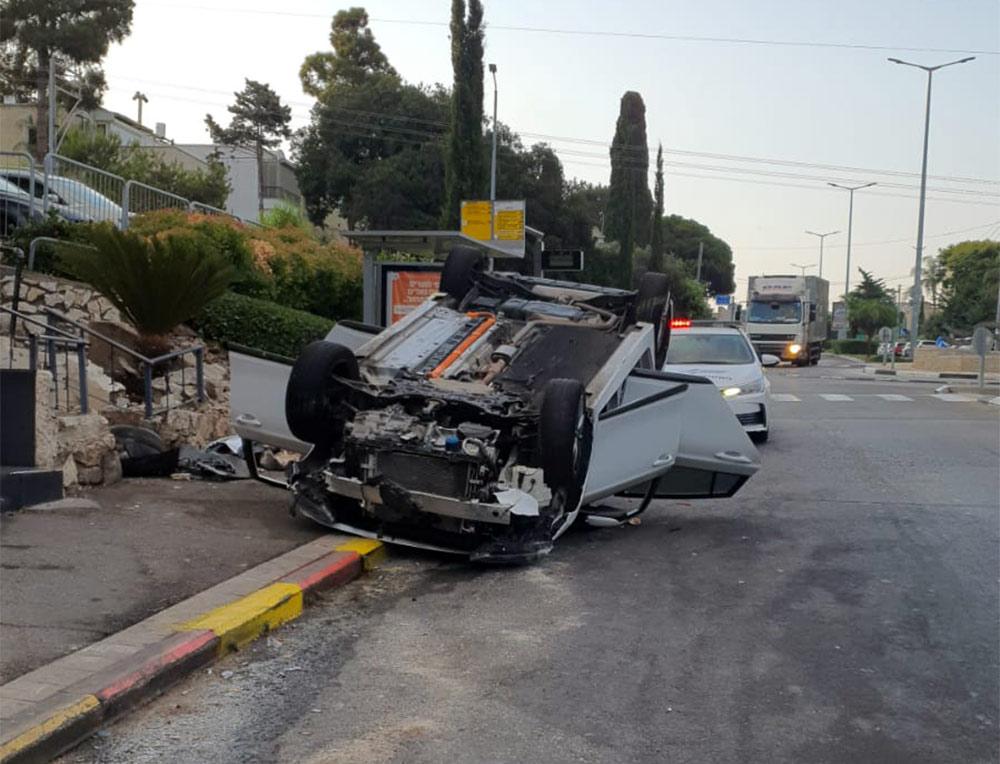 רכב ברחוב טשרניחובסקי בחיפה (צילום: חי פה)