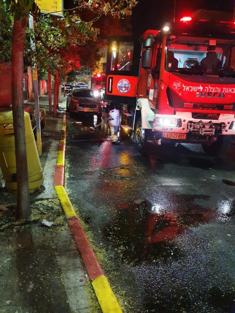 כבאית - שריפת דירה ברחוב ביאליק חיפה (צילום: כבאות והצלה)