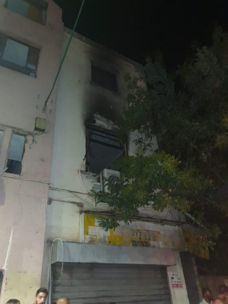 שריפת דירה ברחוב ביאליק חיפה (צילום: כבאות והצלה)