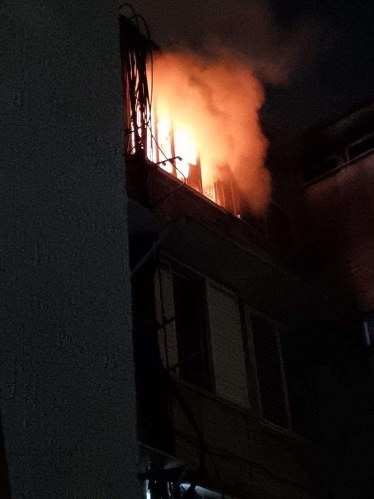 שריפת דירה במוצקין (צילום: כבאות והצלה)
