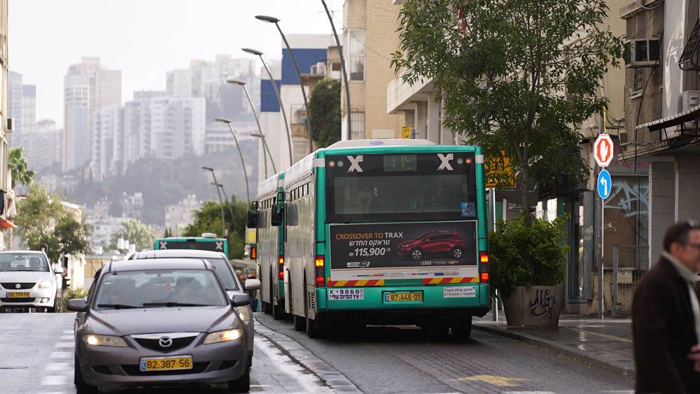 אוטובוס בהדר הכרמל בחיפה - ארכיון (צילום: ירון כרמי)