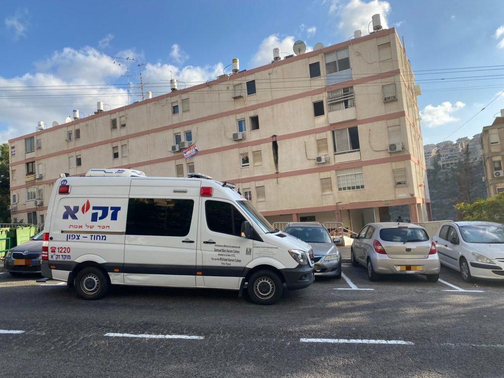 """ניידת זק""""א - גופה נמצאה במצב ריקבון בחיפה (צילום: דוברות זק""""א)"""