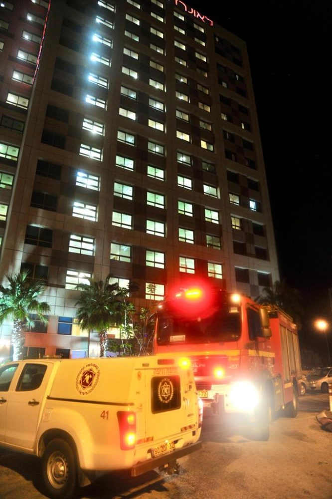 שריפה במלון לאונרדו שבחוף הכרמל בחיפה - 11/8/21 (צילום: כבאות והצלה)
