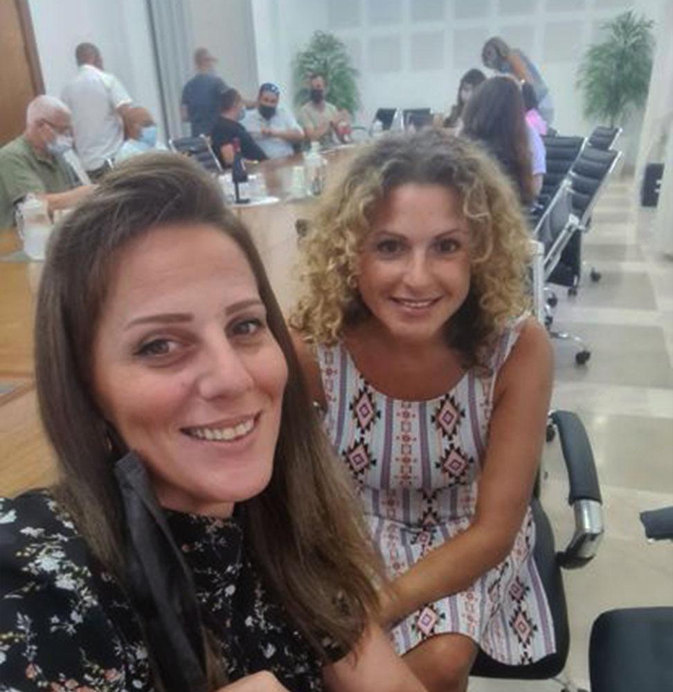 הילה לאופר ושני קפון-רוט בישיבת וועדת החינוך בחיפה (צילום עצמי)