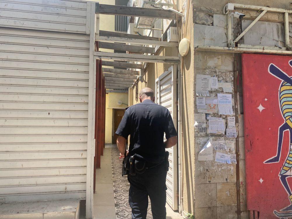 זירת ירי בדירה ברחוב נורדאו בחיפה (צילום: משטרת ישראל)