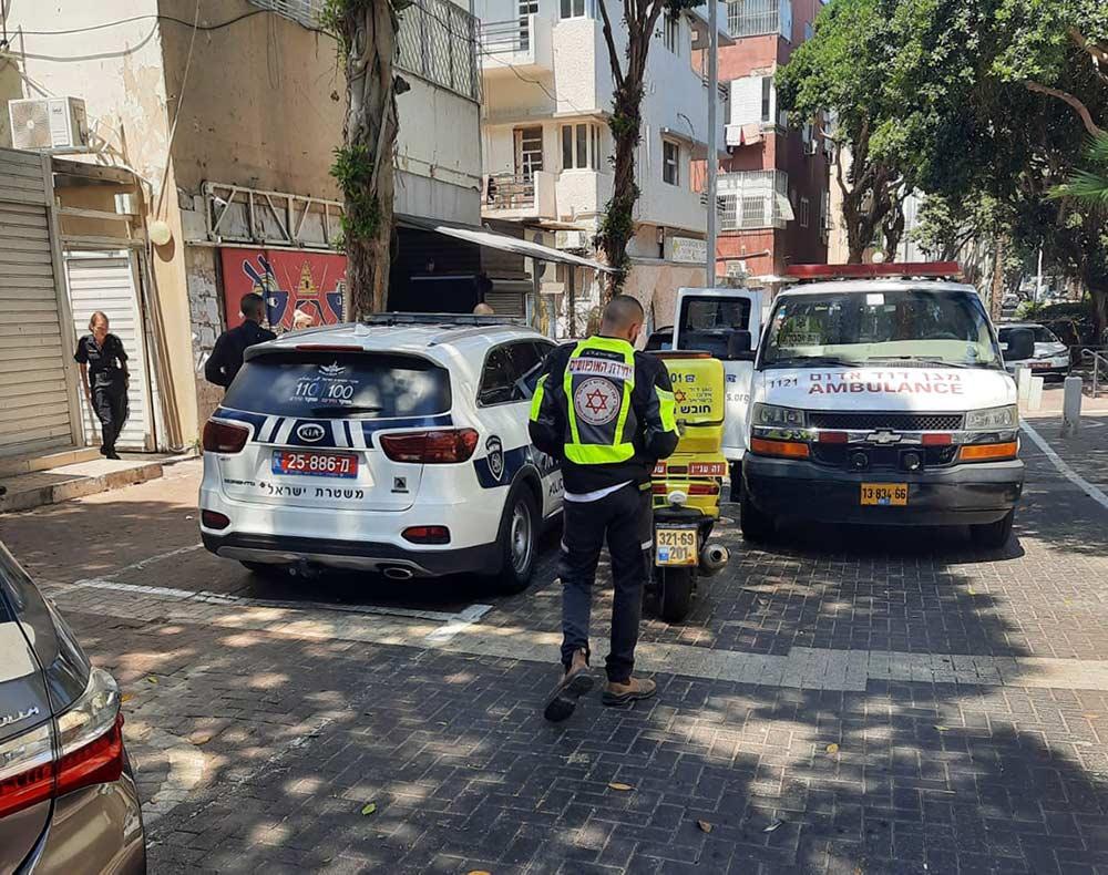 """כונני מד""""א בזירת ירי בדירה ברחוב נורדאו בחיפה (צילום: חי פה)"""