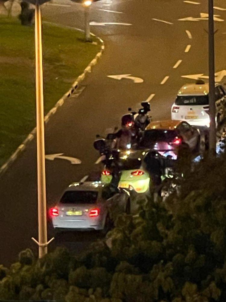 מרוצי המכוניות בחיפה: המשטרה פעלה ברחוב העצמאות נגד נהגים מתפרעים (צילום: חי פה בשטח)