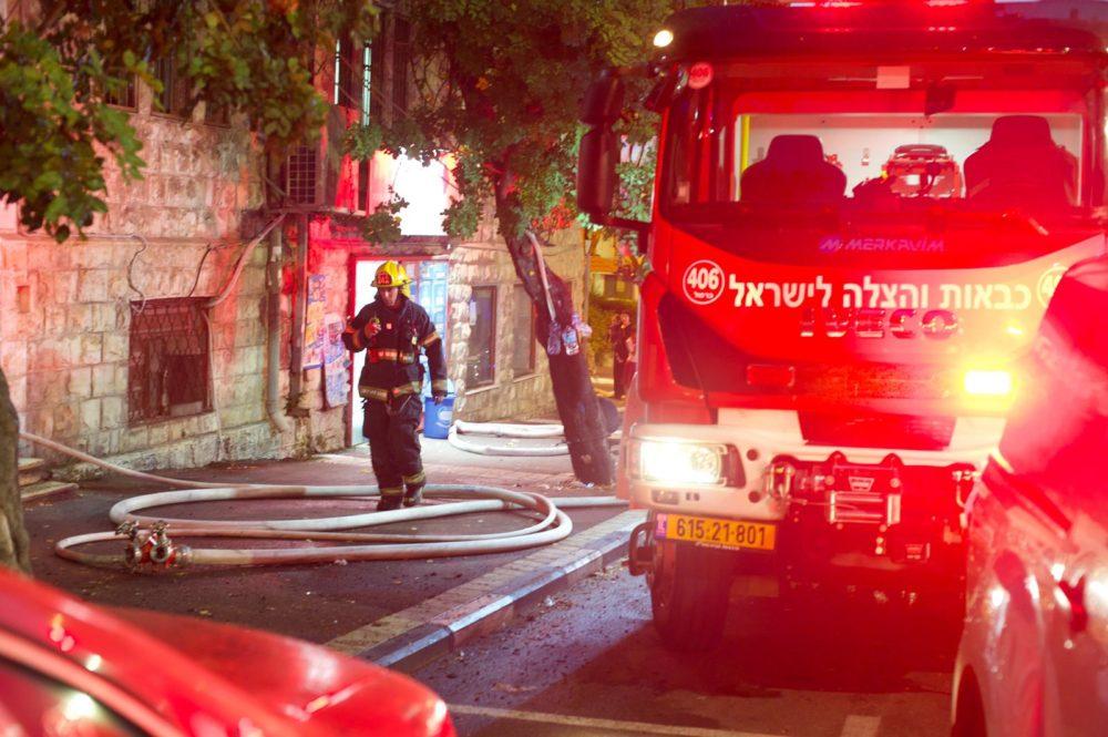 כבאית בשריפה בחיפה (צילום: כבאות והצלה)