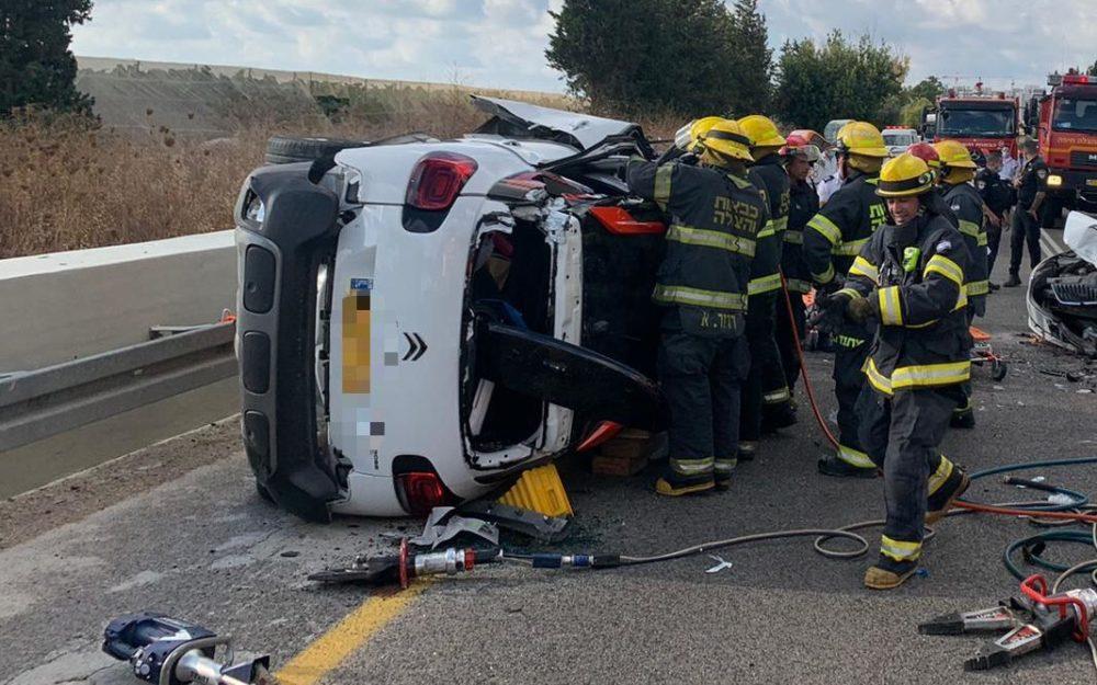 """תאונת דרכים קשה (צילום: מד""""א)"""