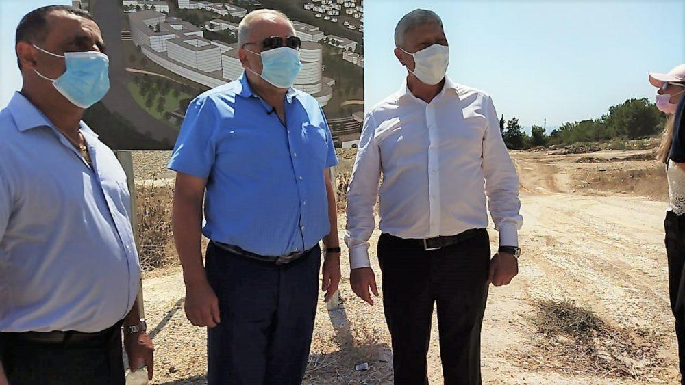 ראש העיר יעקב פרץ ואביגדור ליברמן שר האוצר - הכרזה על הקמת בית חולים (צילום: חגית אברהם)