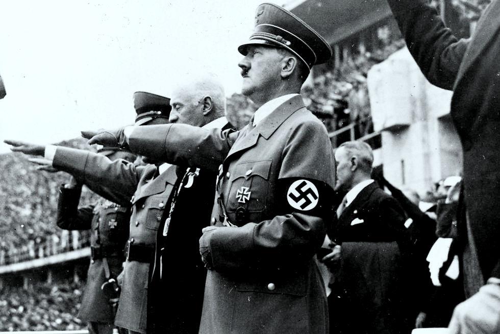 היטלר באצטדיון האולימפי בברלין בשנת 1936 (צילום: getty images)