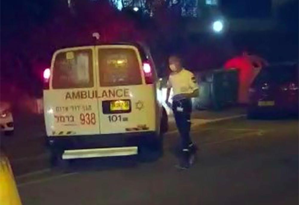 אמבולנס בכרמליה: פריצות לדירות בחיפה, מרדף, ירי ושוטר פצוע (צילום: חי פה בשטח)