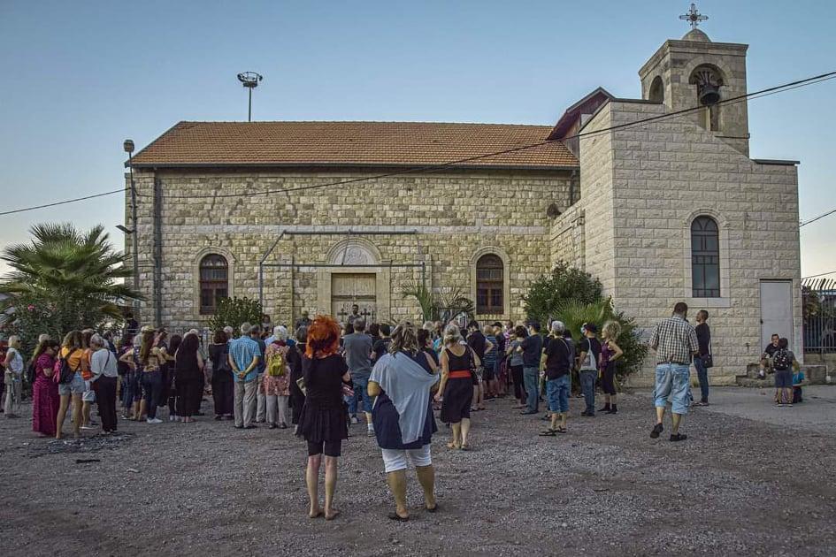 הכנסייה בשכונת אל-עתיקה בחיפה • מאות השתתפו בסיור בשכונת אל-עתיקה בחיפה (צילום: ניבה בן-עמי)