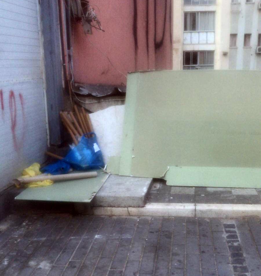 פסולת בניין ברחוב הרצל 41 בחיפה 03/09/21 (צילום: אלי חכים) (מספר פניה: 1968430)