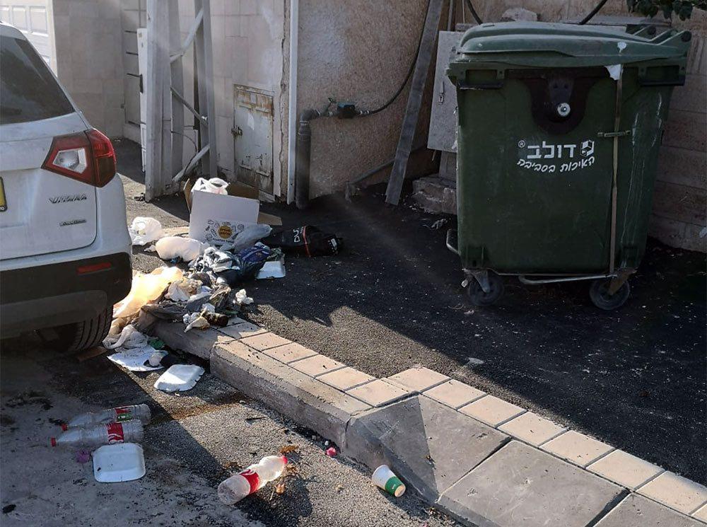 זבל ברחוב אסתר רבין בחיפה - 16/09/21 (צילמה: עדנה)