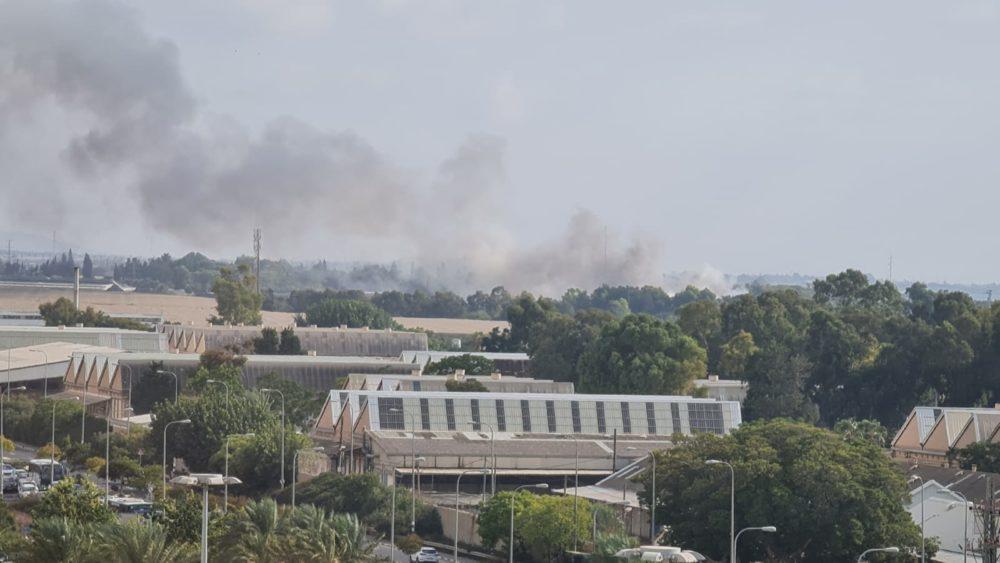 שריפה במבנה בכפר גלים (צילום: אתי שטיינר)