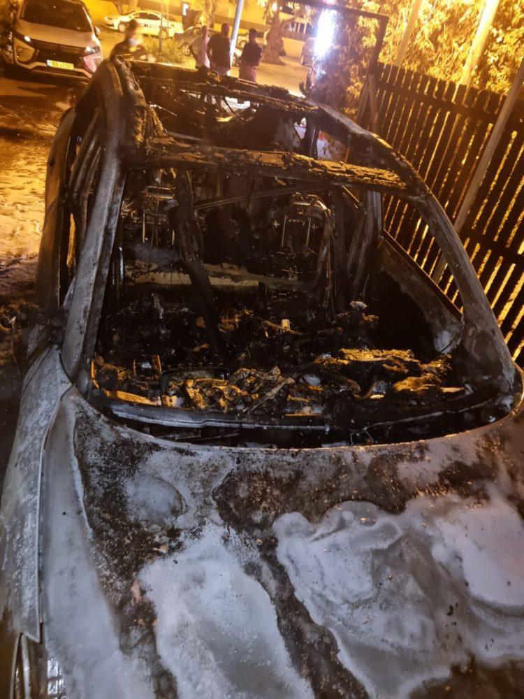 שריפת רכב בטירת כרמל (צילום: כבאות והצלה)
