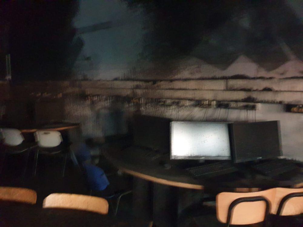 שריפה בבית ספר בקריית אתא (צילום: כבאות והצלה)