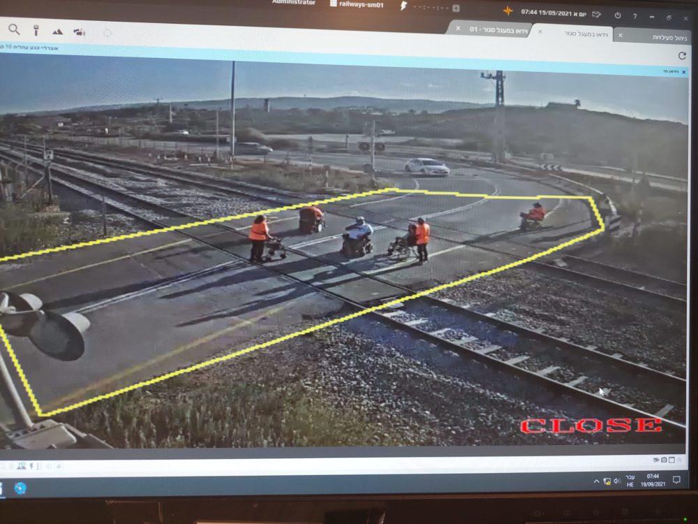 חסימת מסילת רכבת עי ארגוני הנכים (צילום: רכבת ישראל)