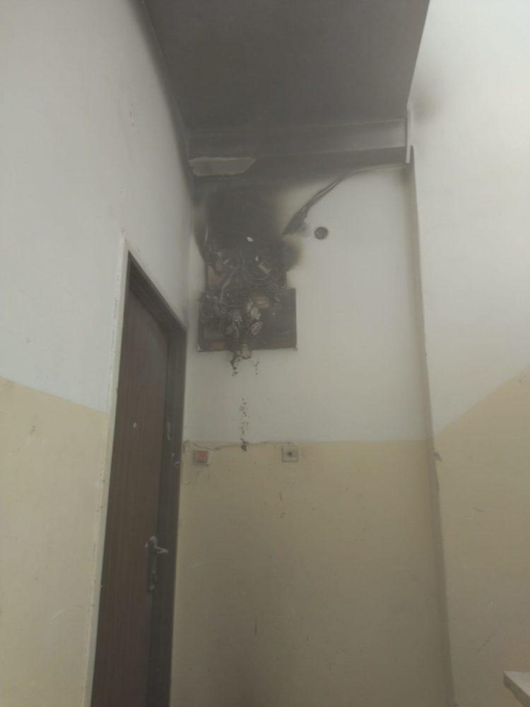 ארון חשמל נשרף (צילום: כבאות והצלה)