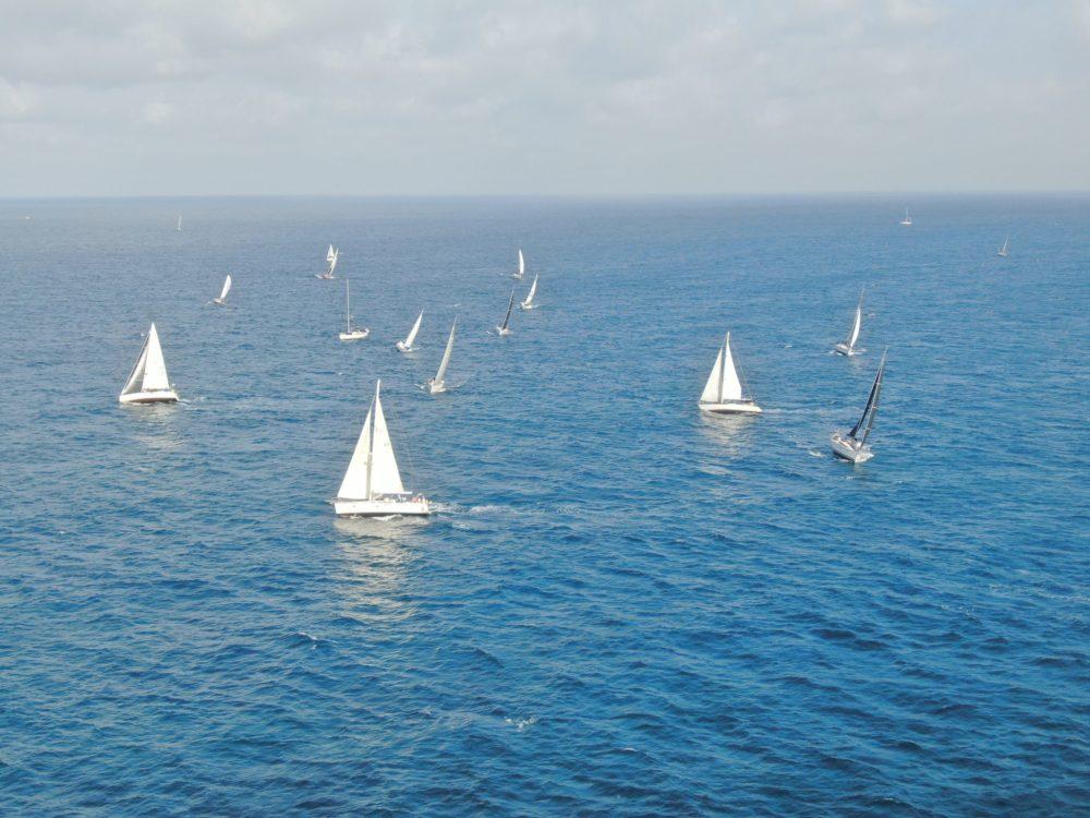 הספינות מזגזגות בגאלסים מול הרוח הדרומית • הזינוק של שיוט הערים ה-64 (צילום: מרום בן אריה)