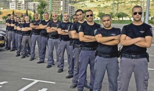 אנשי הסיירת העירונית של חיפה ושש ניידות שיטור משולב בחיפה (צילום: צבי רוגר)
