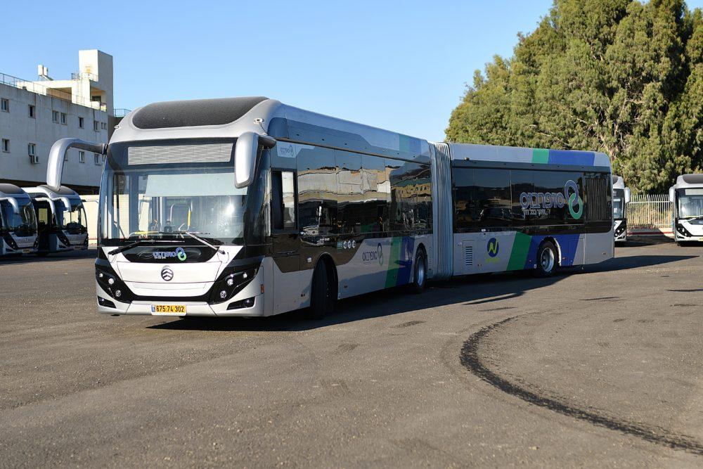 המטרונית החדשה של סופרבוס • אוטובוס מפרקי תוצרת גולדן (צילום: בן ניקסון)